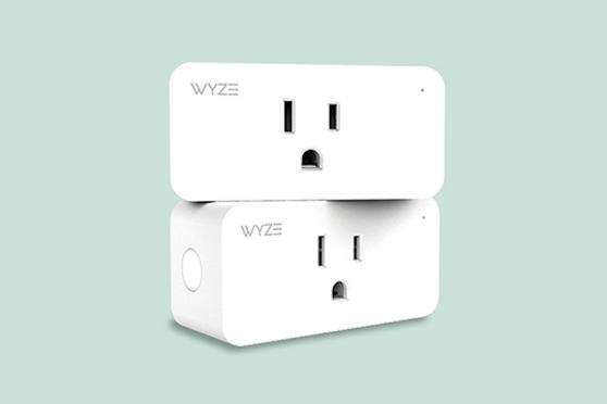 A smart power outlet device