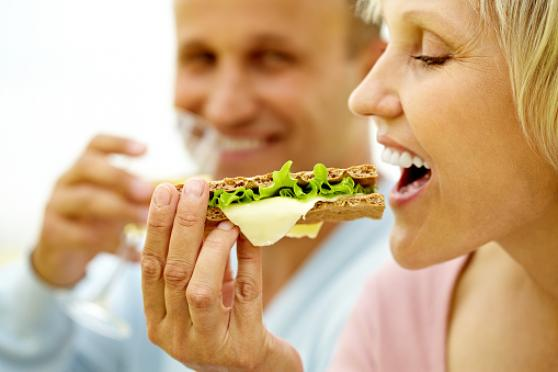 Photo: Couple eating healthy